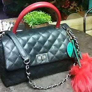 Quilted handbag with chain